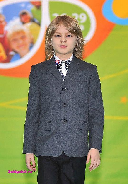 Практичный пиджак в школу для мальчика 6-7 лет